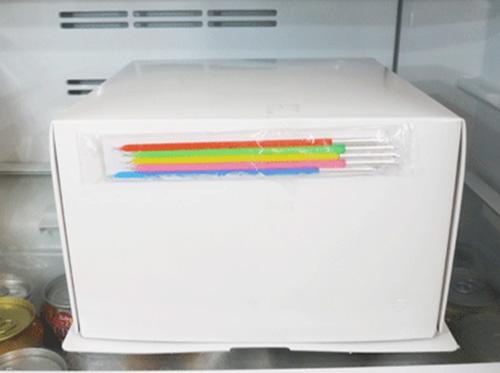 ケーキを冷蔵庫で4時間解凍しました